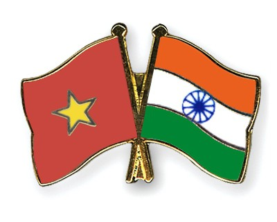 Crossed Flag Pins Vietnam-India