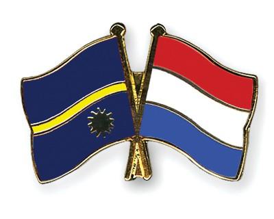 Crossed Flag Pins Nauru-Netherlands