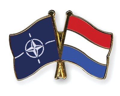 Crossed Flag Pins NATO-Netherlands