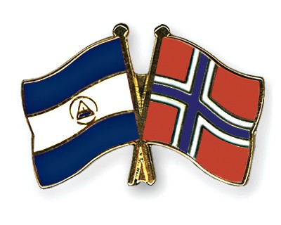Crossed Flag Pins Nicaragua-Norway