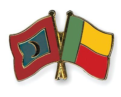 Crossed Flag Pins Maldives-Benin