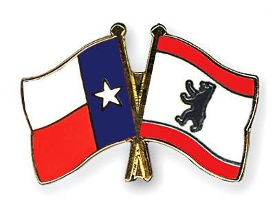 Crossed Flag Pins Texas-Berlin