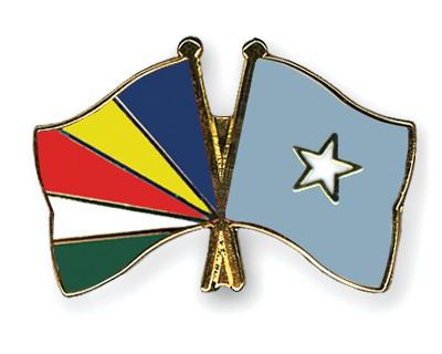 Crossed Flag Pins Seychelles-Somalia