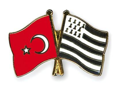Crossed Flag Pins Turkey-Britanny