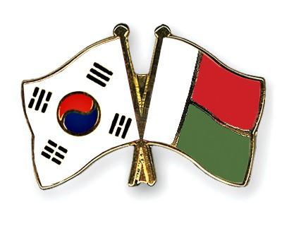 Crossed Flag Pins South-Korea-Madagascar