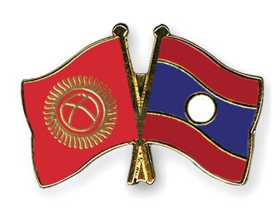 Crossed Flag Pins Kyrgyzstan-Laos