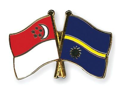 Crossed Flag Pins Singapore-Nauru
