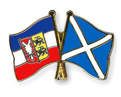 Crossed Flag Pins Schleswig-Holstein-Scotland