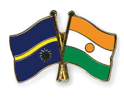 Crossed Flag Pins Nauru-Niger
