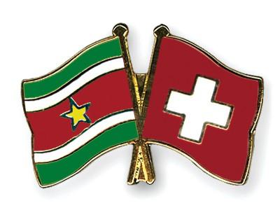 Crossed Flag Pins Suriname-Switzerland
