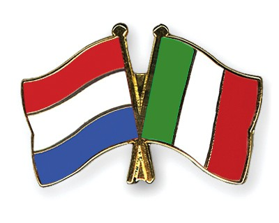 Crossed Flag Pins Netherlands-Italy