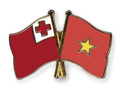 Crossed Flag Pins Tonga-Vietnam