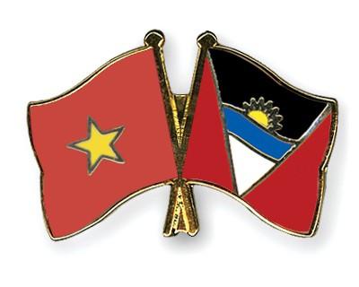 Crossed Flag Pins Vietnam-Antigua-and-Barbuda