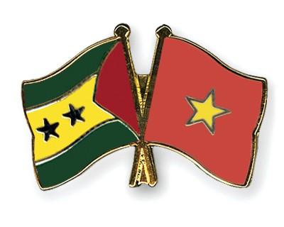 Crossed Flag Pins Sao-Tome-and-Principe-Vietnam