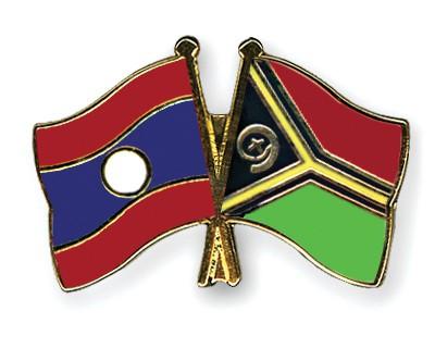 Crossed Flag Pins Laos-Vanuatu