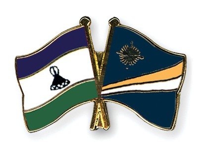 Crossed Flag Pins Lesotho-Marshall-Islands