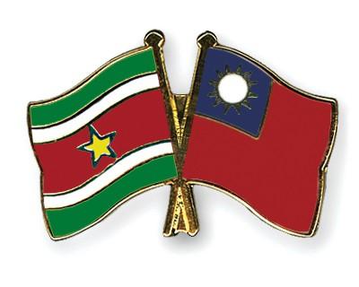 Crossed Flag Pins Suriname-Taiwan