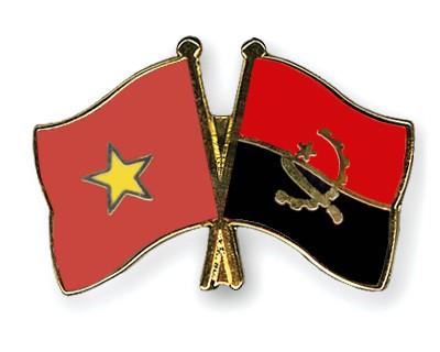 Crossed Flag Pins Vietnam-Angola